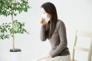 咳・喘息の女性